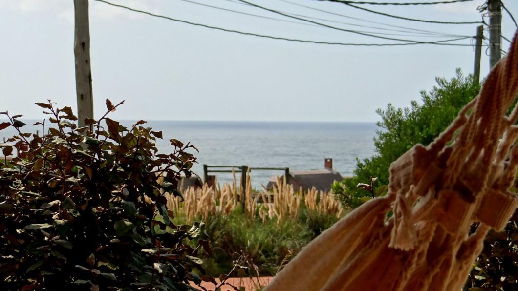 pueblo rivero vista al mar